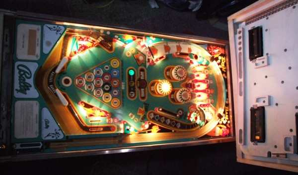 Bally 8 Ball playfield