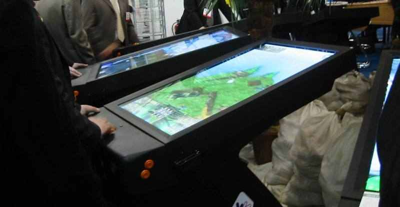 Flippers.be - virtual pinball machines at ATEI show 2005