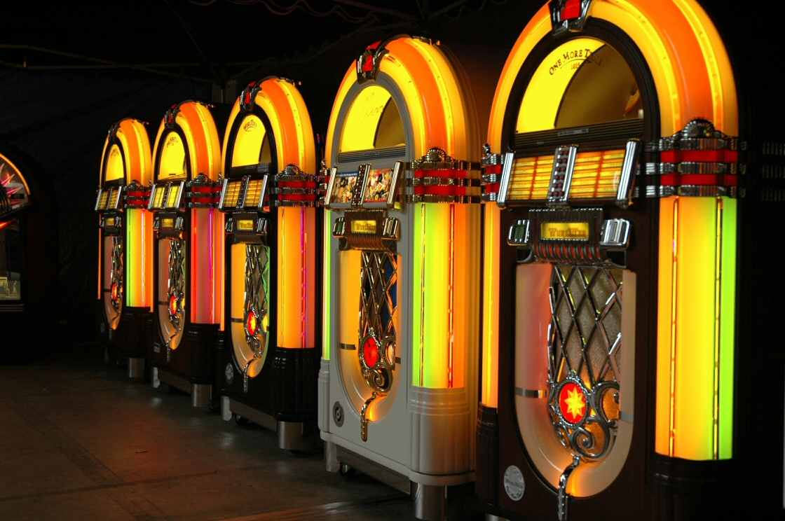row Wurlitzer jukeboxes one more time