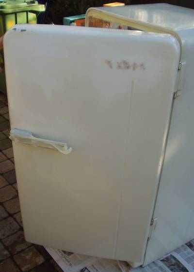 Flippers Be Repaint A Retro Fridge And Other Kitchen