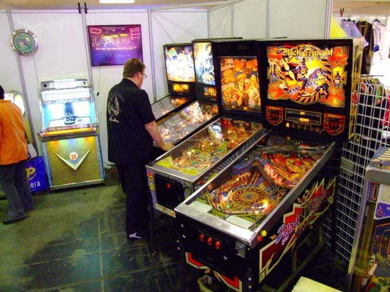 black_knight_2000 pinball machine