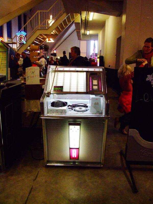 Rock-Ola open jukebox